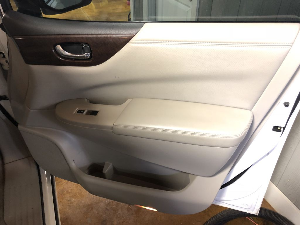2012 Nissan Quest Image 22