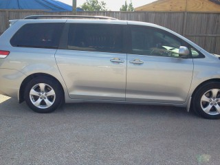 Image for 2013 Toyota Sienna LE ID: 940468